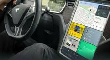 Sentenza in Germania, chi guida non usi display infotainment. Incidente Model 3 mentre pilota regolava tergicristallo su touch