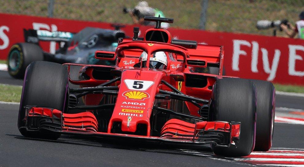 F1: Vettel vola nelle terze libere, quarto tempo per Hamilton