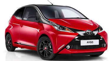 Toyota, Aygo X-Cite, debutta la limited edition con Safety Sense e colorazione Red Bi Tone