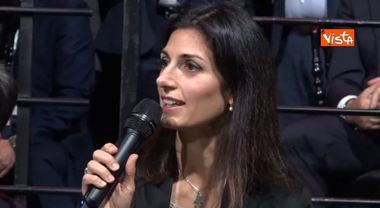 Virginia Raggi parla in inglese e accoglie così la Ferrari: «Welcome to Rome»