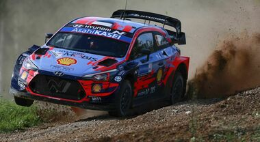 Rally Mondiale in Estonia, due Hyundai precedono tre Toyota: comanda Tanak