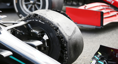Pirelli e le gomme usurate a Silverstone: «Concause determinate da un uso del secondo set estremamente prolungato»